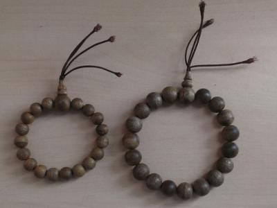 Cặp vòng tay trầm hương Việt Nam
